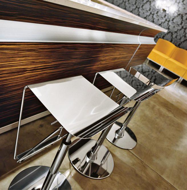 stool,bar